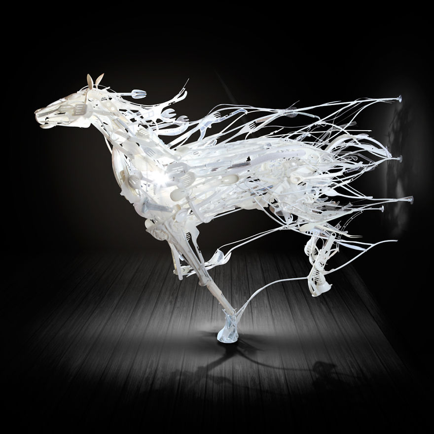 sayaka-ganz-makes-animals-in-motion-from-reclaimed-plastic-objects-57a9a2ab9edaa__880